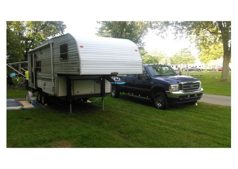 1999 Fleetwood Wilderness Lite 5th wheel RV. 26ft.  Sleeps 6.