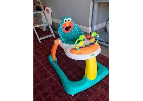 Elmo walker