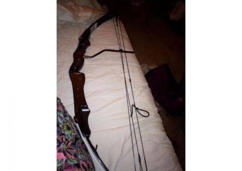 Pearson compound bow with arrows and arrow case